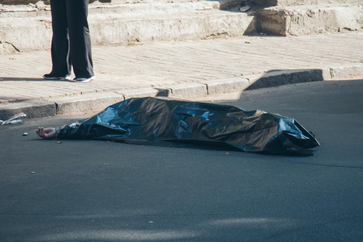 В Киеве с Паркового моста прыгнул мужчина