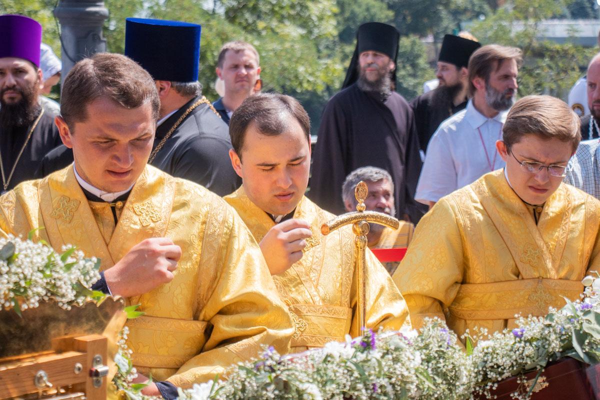 У памятника Владимиру собрался епископат и духовенство УПЦ