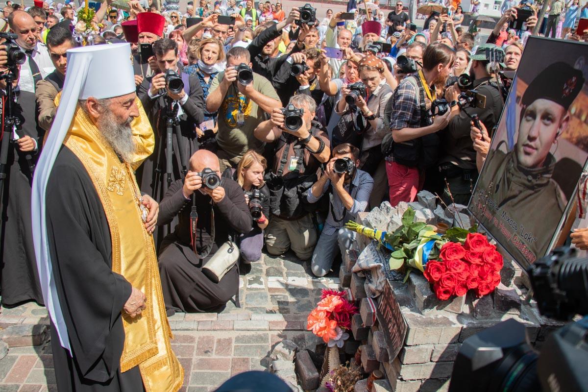 Онуфрий почтил память погибших во время Евромайдана