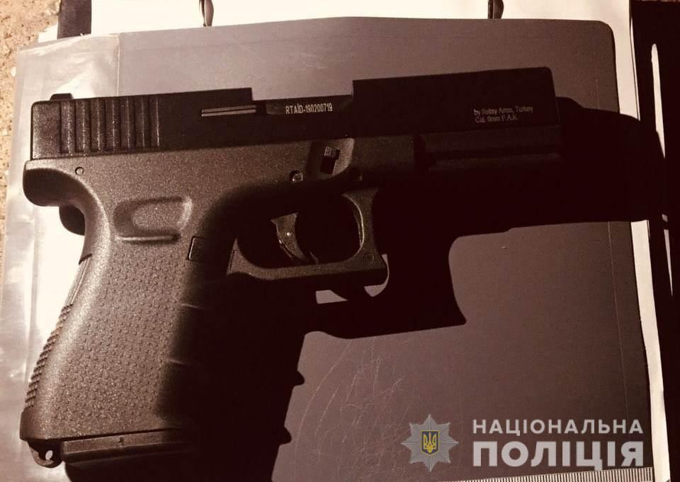 """В Вышгороде (Киевская область) мужчина устроил стрельбу во время съемки шоу-программы """"Битва экстрасенсов"""" канала «СТБ»"""