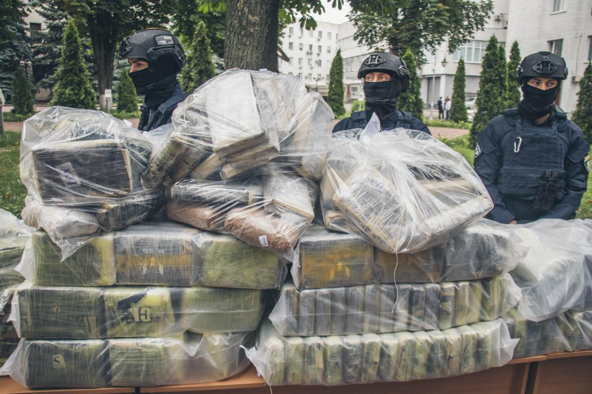 Правоохранители изъяли партию кокаина весом 400 килограмм