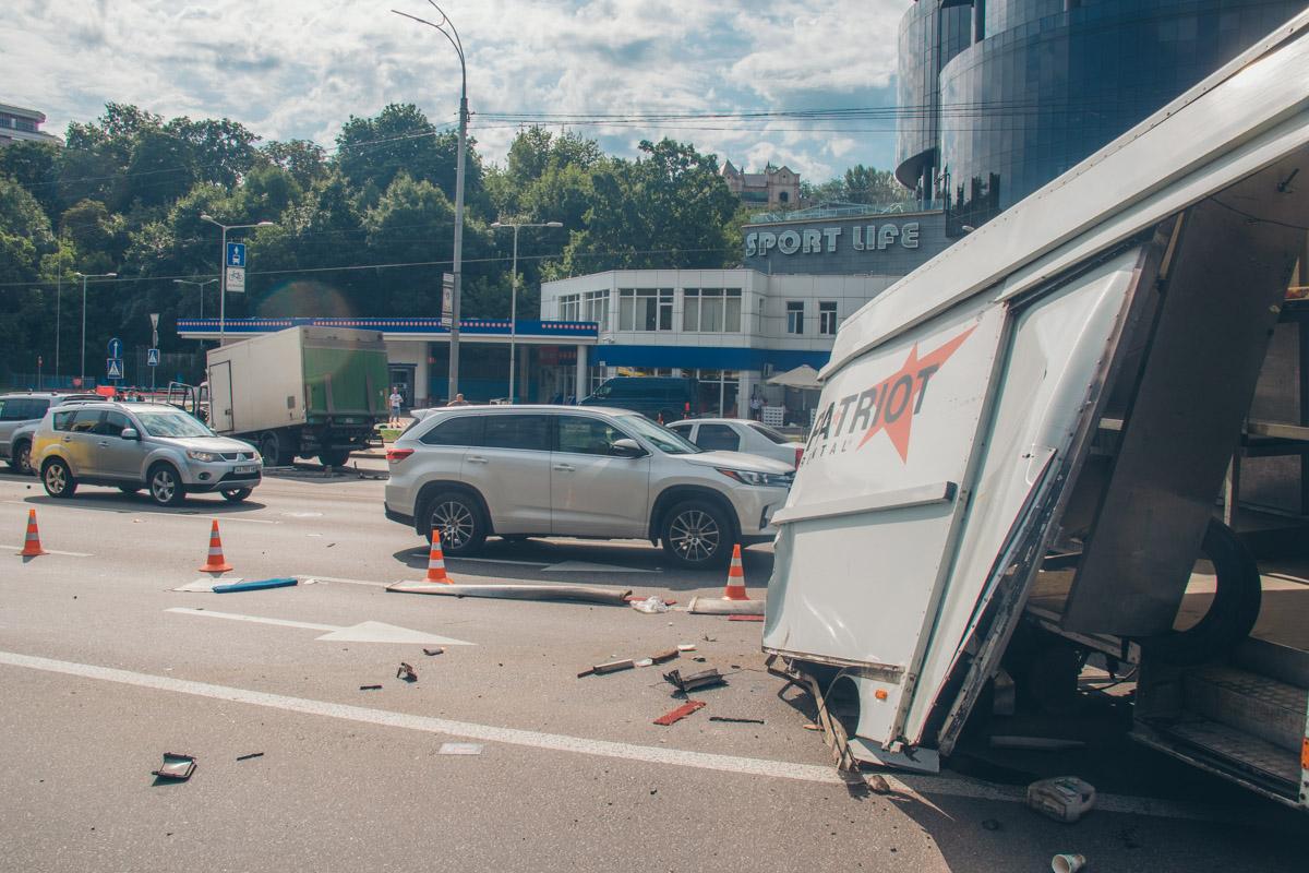 Он влетел в фургон Iveco, отчего у итальянского грузовика разворотило кузов