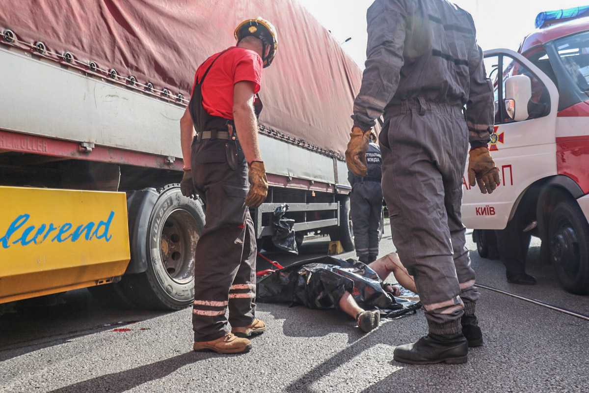 На месте работала патрульная полиция, следственно-оперативная группа, медики и спасатели