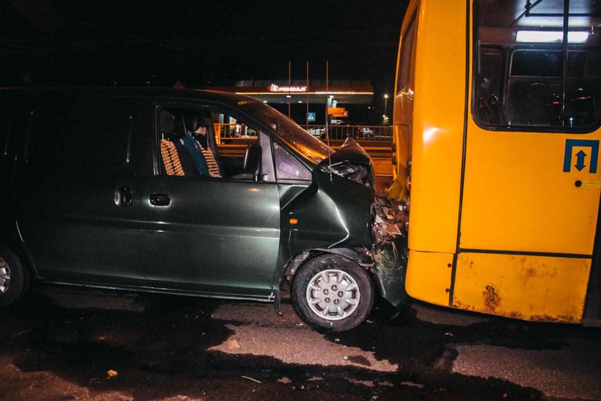 На бульваре Перова Hyundai влетел в автобус