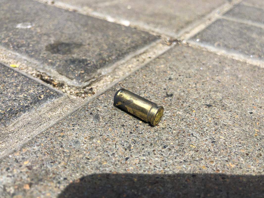 Мужчина отстреливался от бродяг