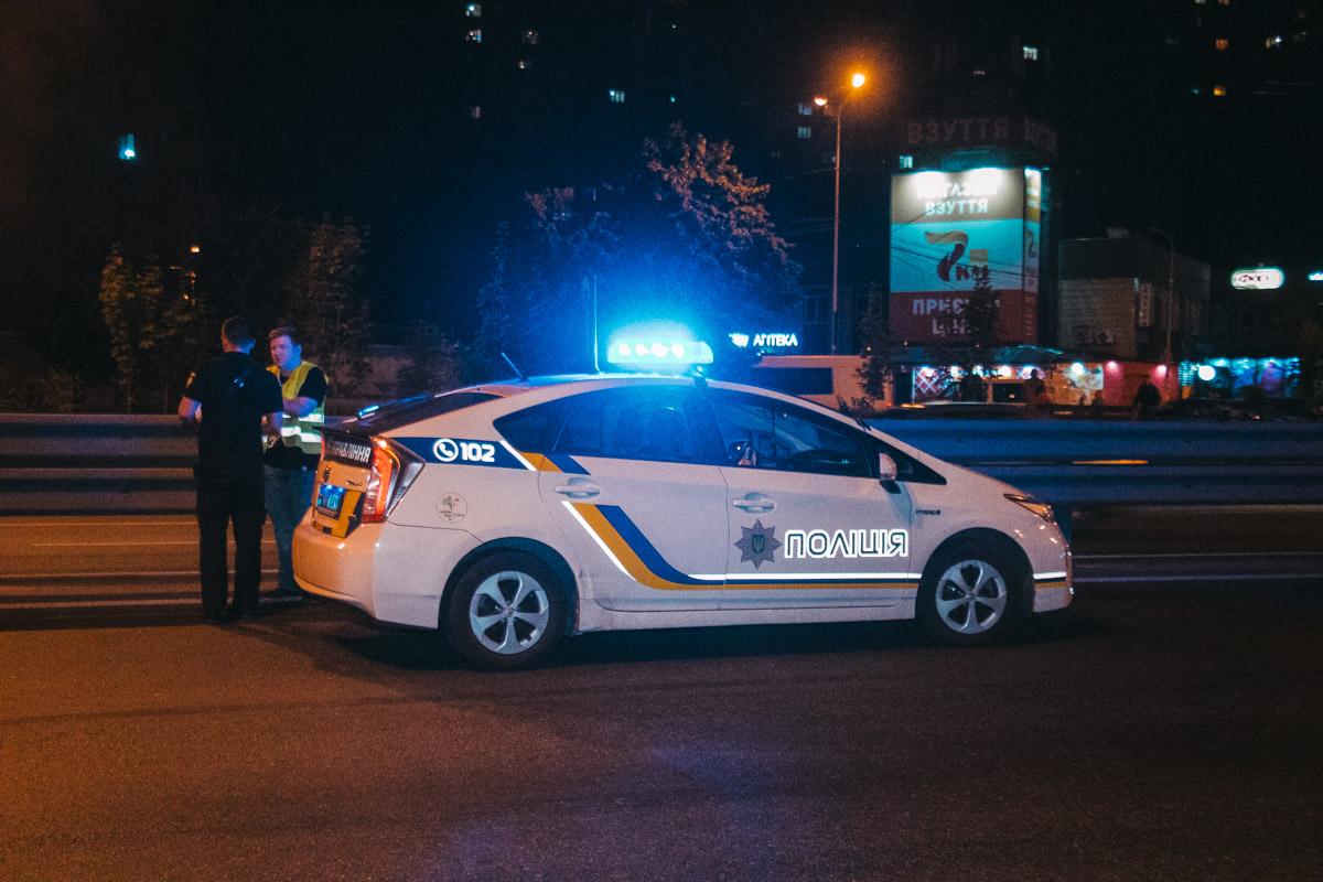 На месте работал экипаж патрульной полиции и следственно-оперативная группа