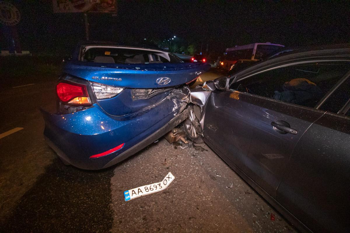 В Оболонском районе Киева на улице Днепроводской произошло ДТП с участием четырех машин