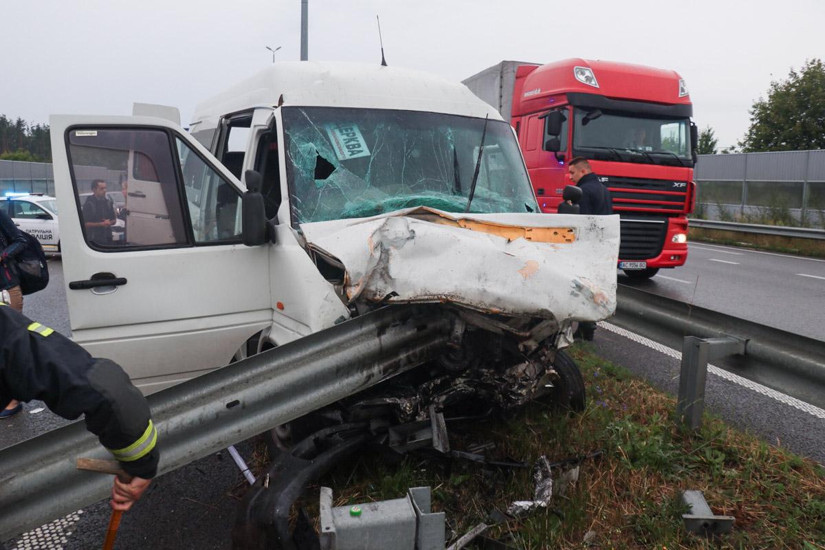 Volkswagen вез людей из Львова в Киев