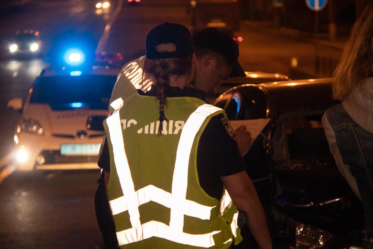 На месте работал экипаж полиции и следователи