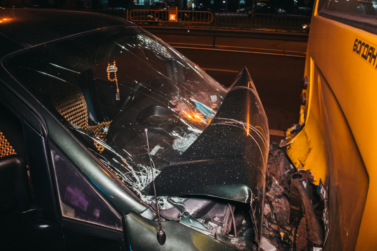 Водителя с различными травмами увезла скорая