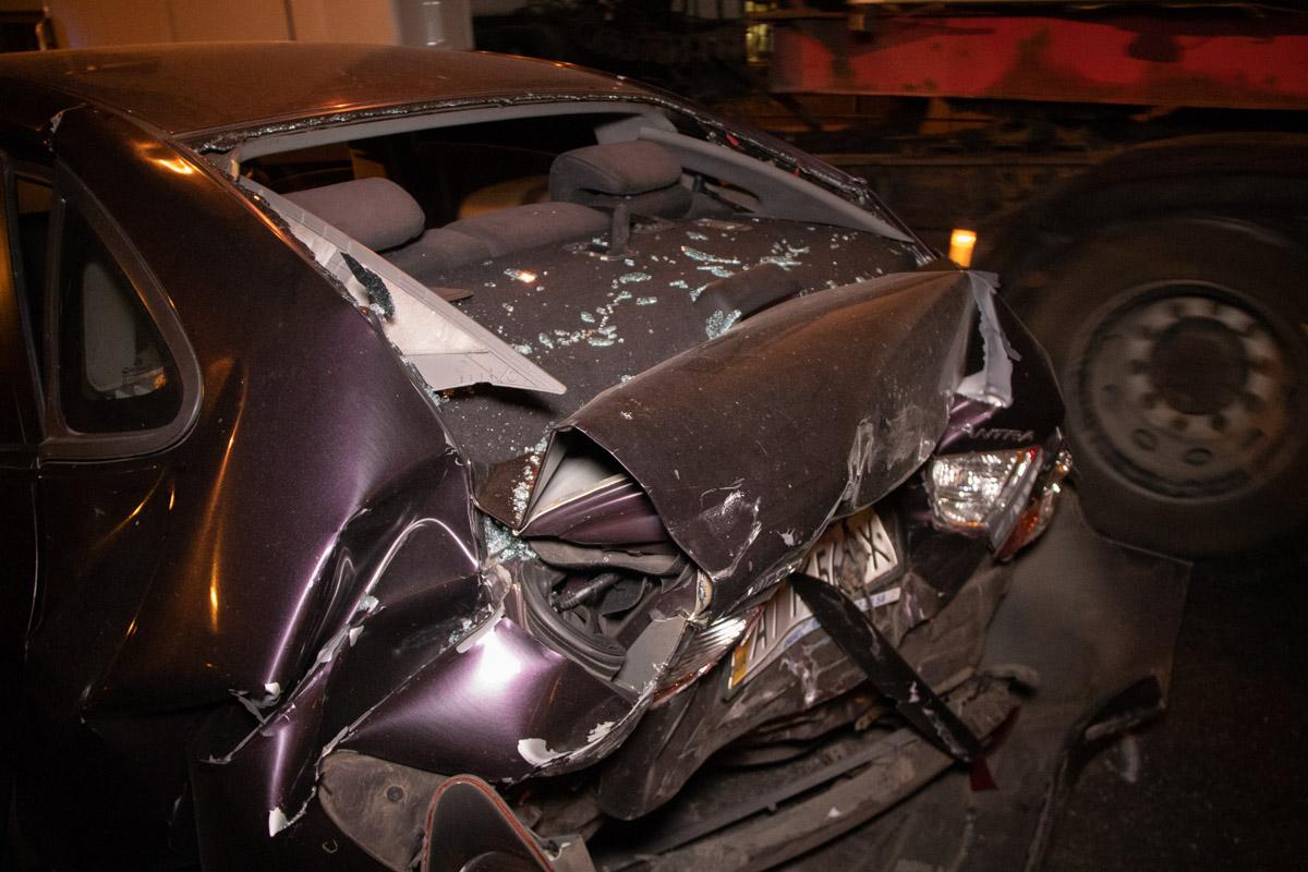 От удара у Hyundai полностью смяло багажник