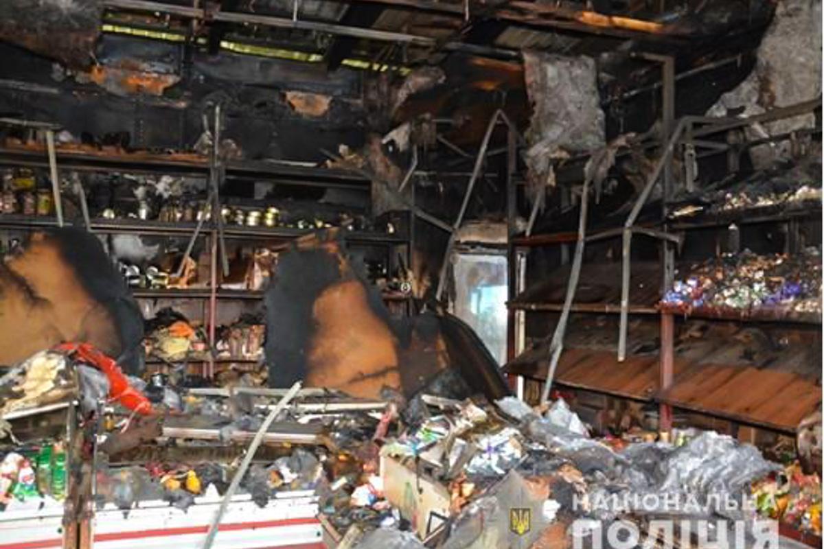 Неизвестные подожгли продуктовый магазин