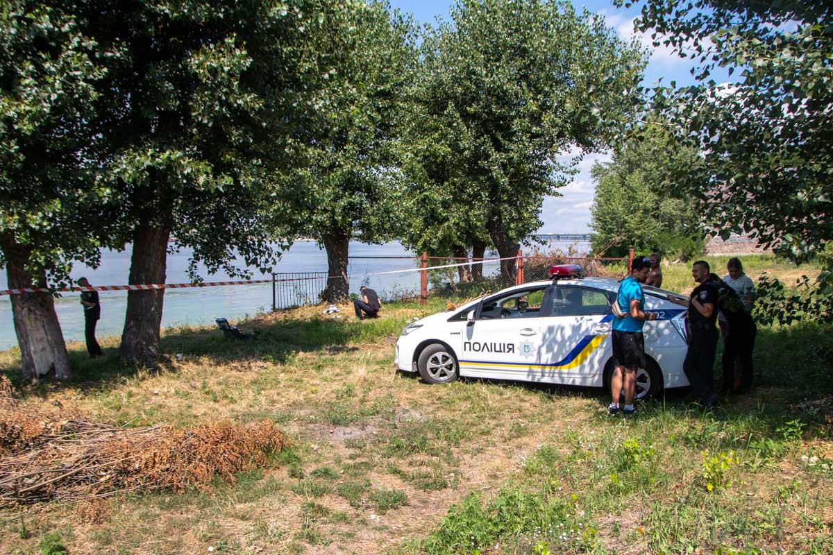 В субботу, 27 июля, в Киеве на 103-й Садовой линии местные жители нашли труп женщины