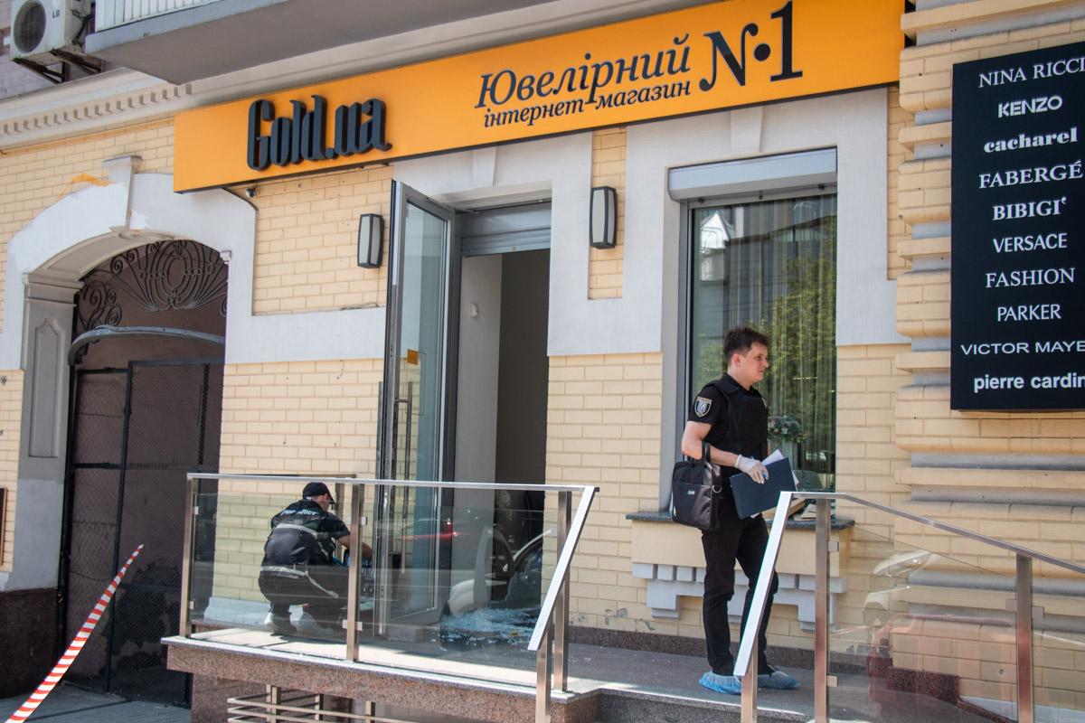 Мужчина совершил разбойное нападение на ювелирный магазин Gold.ru