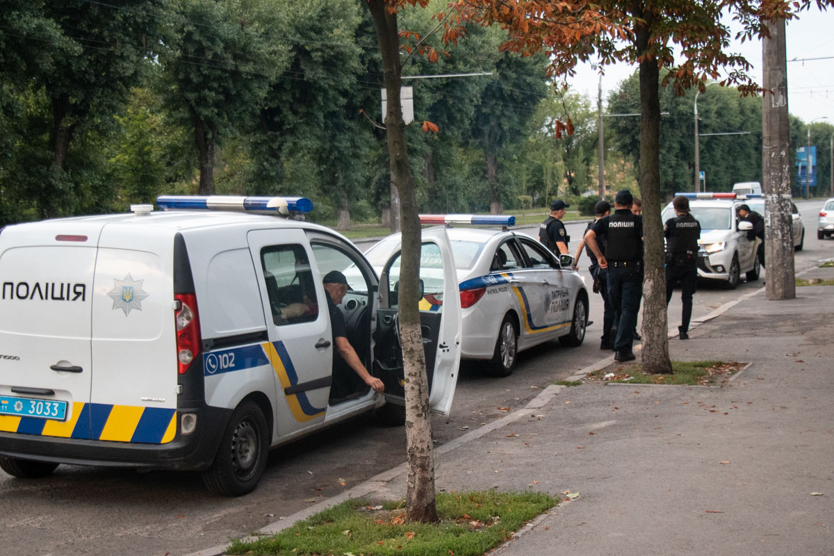 Полиция разыскивает напавшего по особым приметам