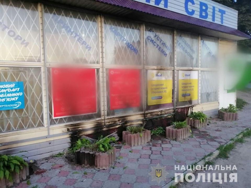Под Киевом поджигатели агитации чуть не сожгли магазин