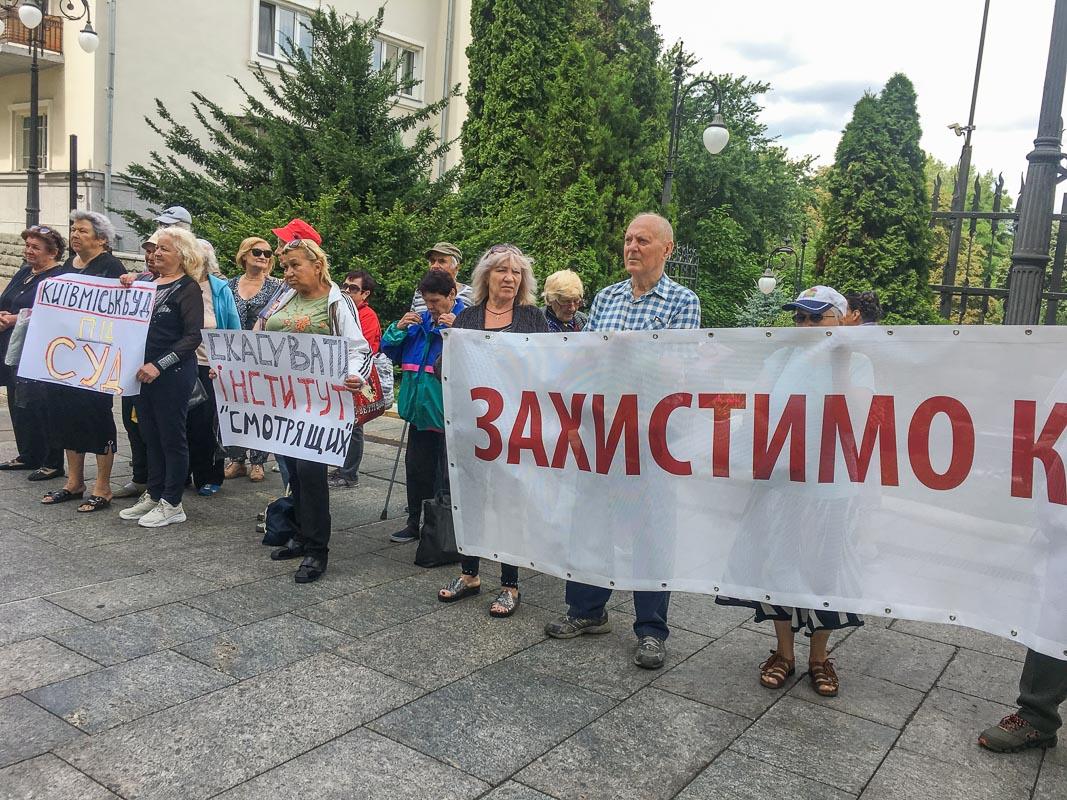 """Активисты просят пустить под суд """"Київміськбуд"""""""