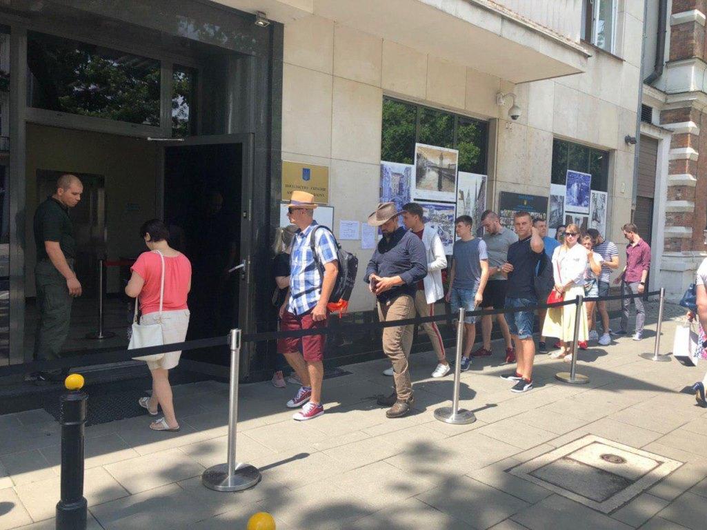 Украинцы голосуют в Польше