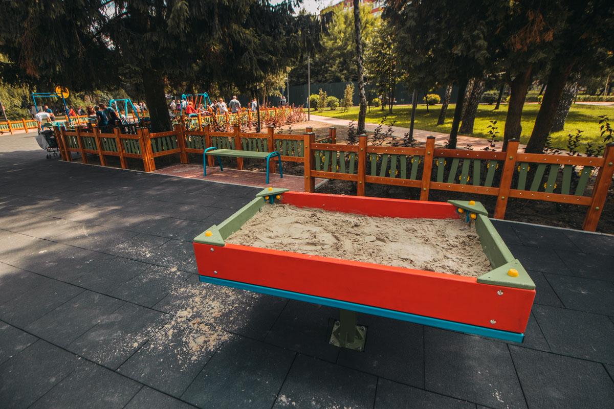 Куда же на детской площадке без песочницы