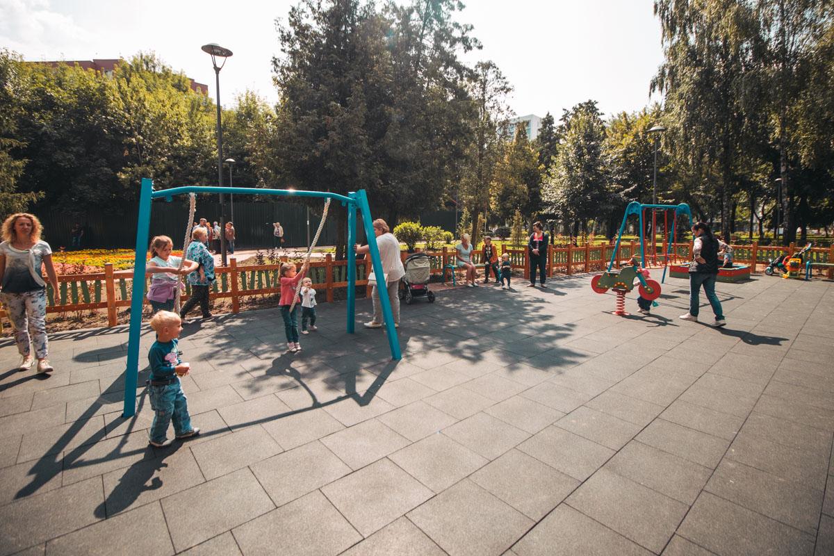 Деткам очень нравится новая площадка для игр