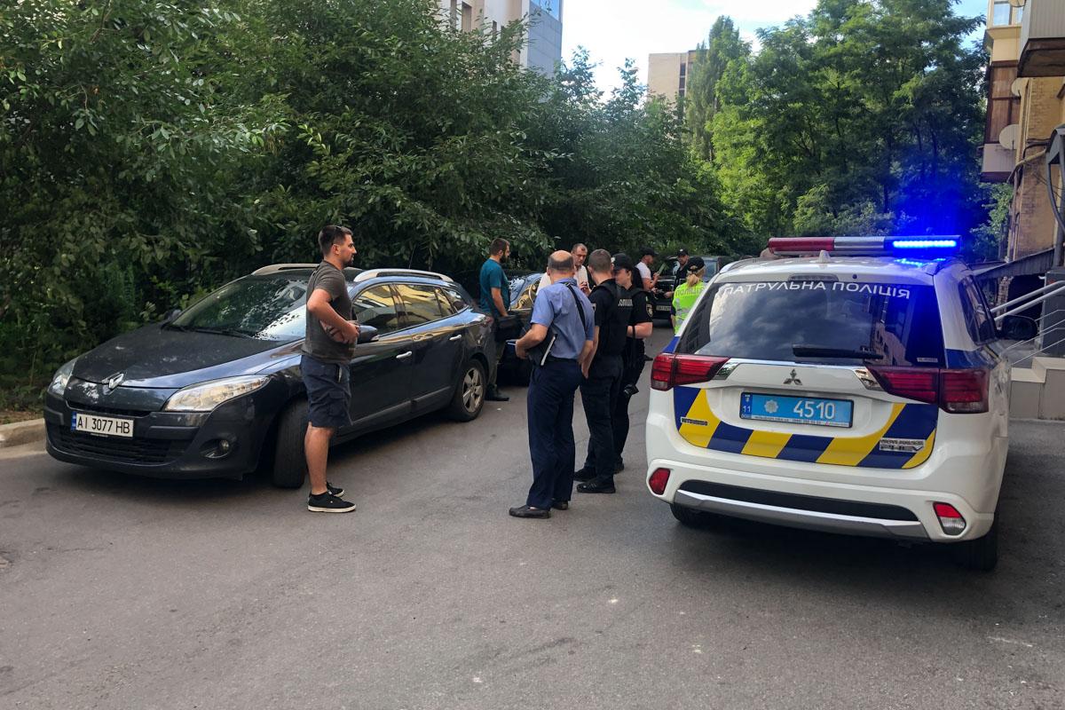 3 июля в Киеве по адресу улица Большая Васильковская, 132 произошло разбойное нападение3 июля в Киеве по адресу улица Большая Васильковская, 132 произошло разбойное нападение