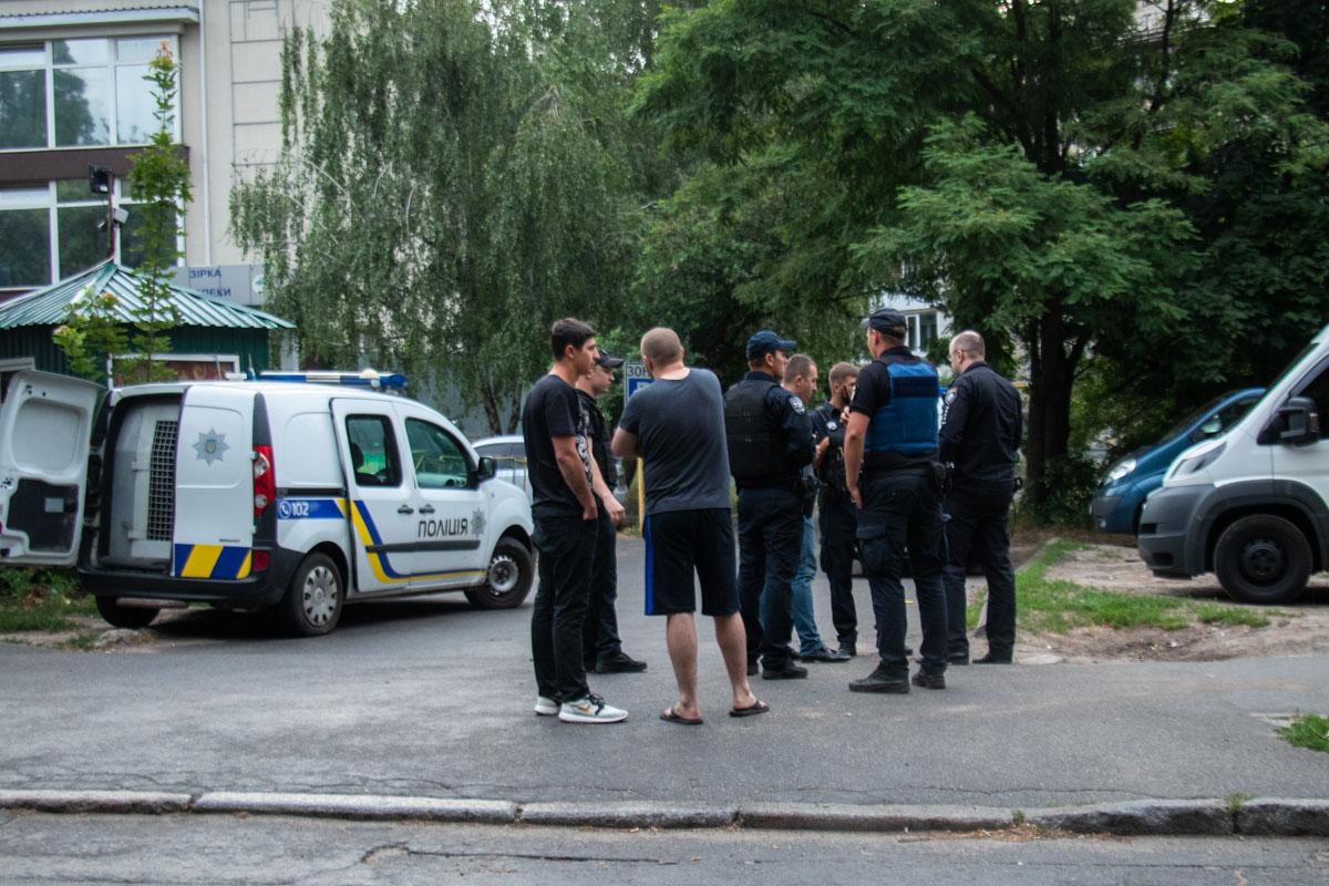 Во дворе дома по адресу улица Василенко, 25, произошла стрельба