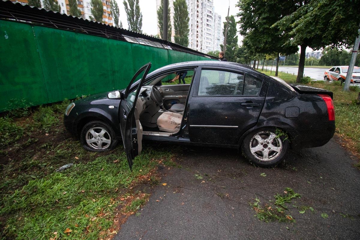 На улице Радужная произошла авария с участием автомобиляChery Elara
