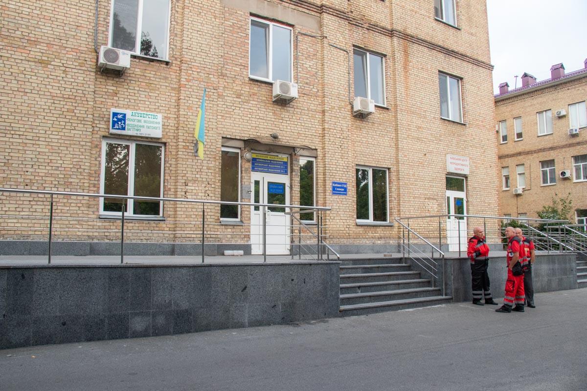 В роддом Дарницкого района доставили новорожденную девочку