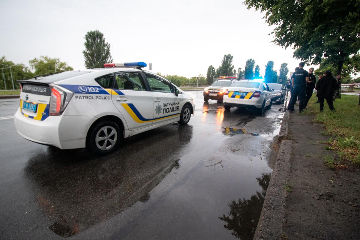 """На месте происшествия работал экипаж патрульной полиции, """"скорая"""" и следственно-оперативная группа"""