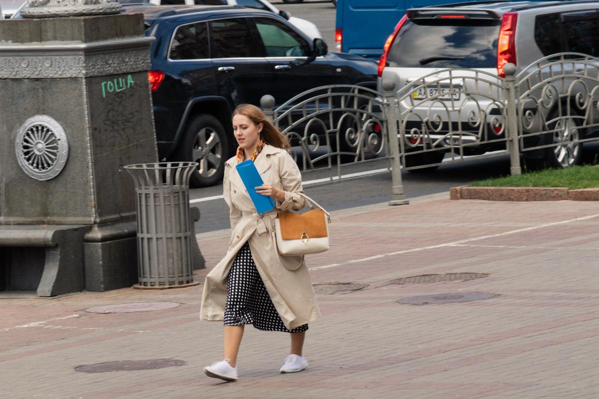 Полиция моды Информатора заявляет - эта девушка может быть арестована за супер-трендовый образ:)