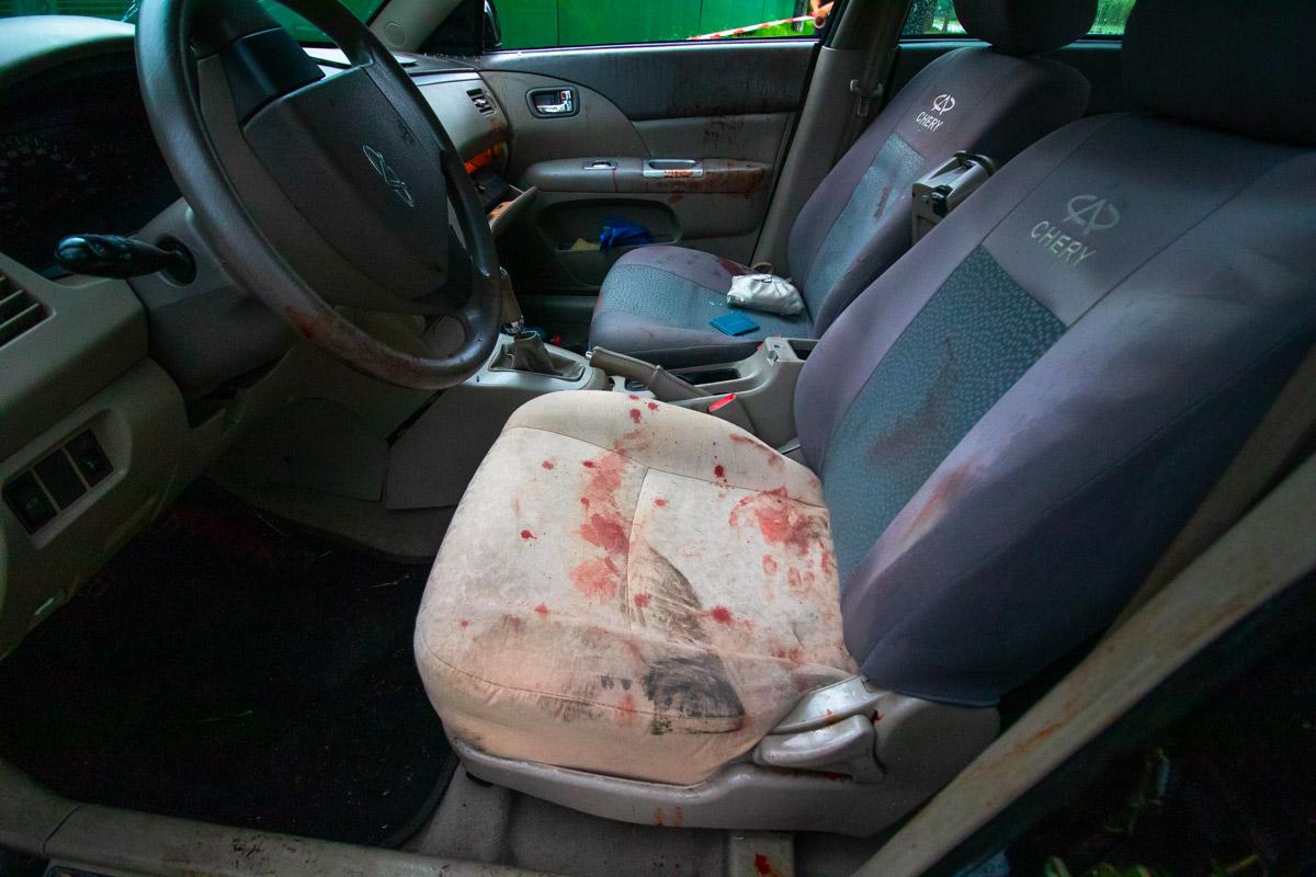 """Водитель """"китайца"""" в состоянии алкогольного опьянения не справился с управлением, снес столб и вылетел на тротуар"""