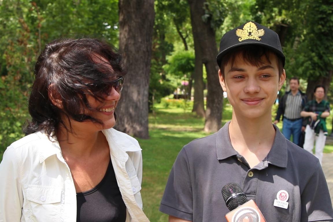 Мама 14-летнего парня уверенна что поездка, которую им подарил ПриватБанк, повлияла на всю их семью