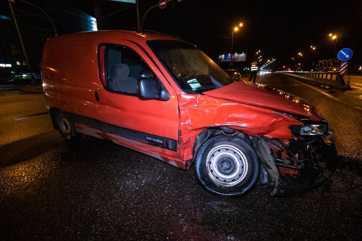 В результате аварии пострадали водитель и пассажирка Citroen