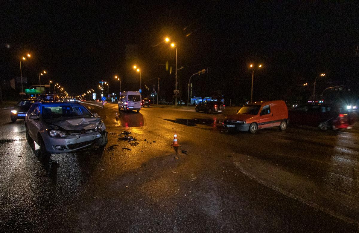 Одной из причин аварии стал неработающий светофор, который снесли в другом ДТП