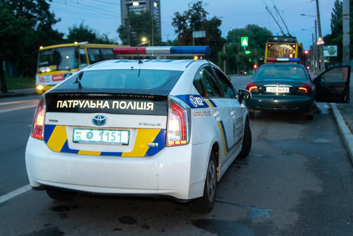 На месте работал экипаж патрульной полиции, военная полиция и следственно-оперативная группа