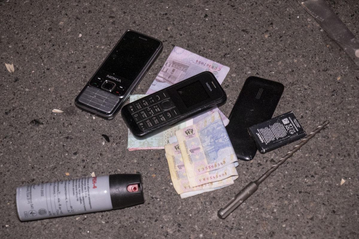 У него изъяли несколько мобильных телефонов