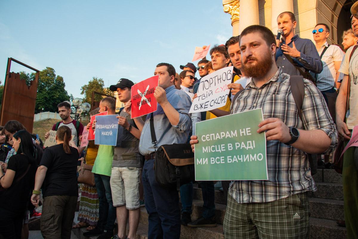 Участники акции требовали не только отменить допуск Шария и Клюева к выборам, но и не допустить отмены Закона о люстрации