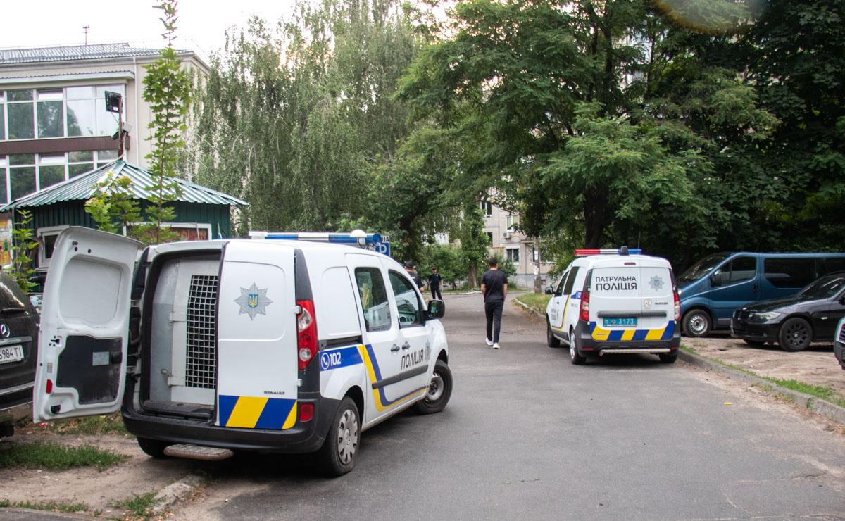 """На месте работали несколько экипажей патрульной полиции, """"скорая"""" и следственно-оперативная группа"""