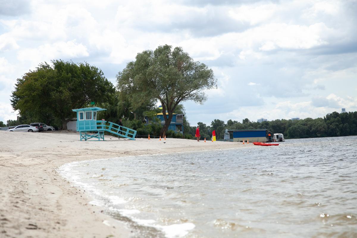9 июля в Деснянском районе Киева открыли полностью обновленный пляж