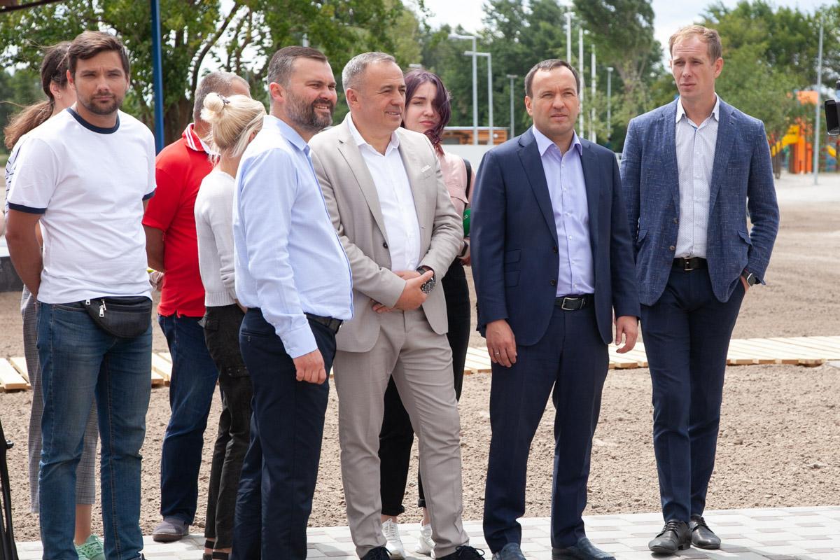 Заместитель председателя КГГА Петр Пантелеев лично инспектировал ремонт пляжа