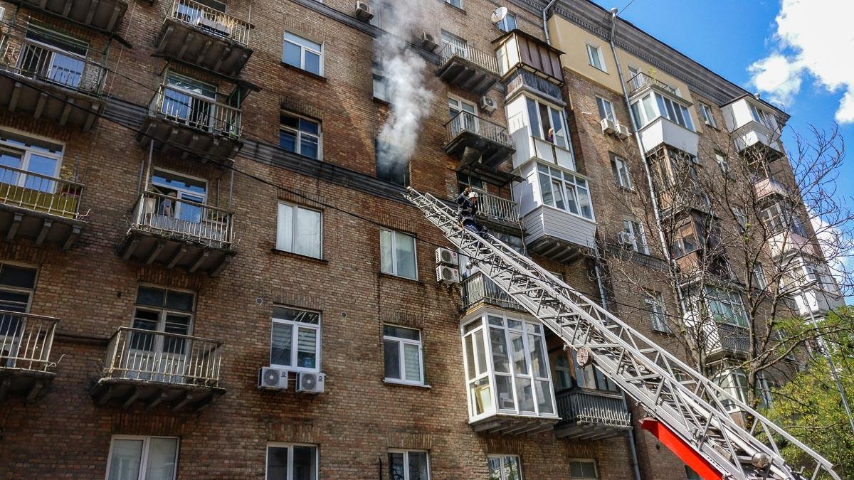 Во время борьбы с пламенем спасатели обнаружили бездыханное тело