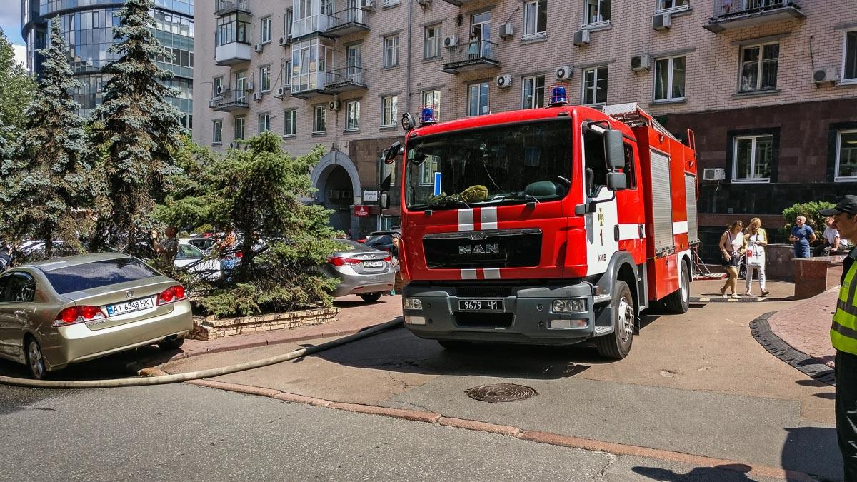 На тушение пожара у прибывших на место спасателей ГСЧС ушло около 40 минут