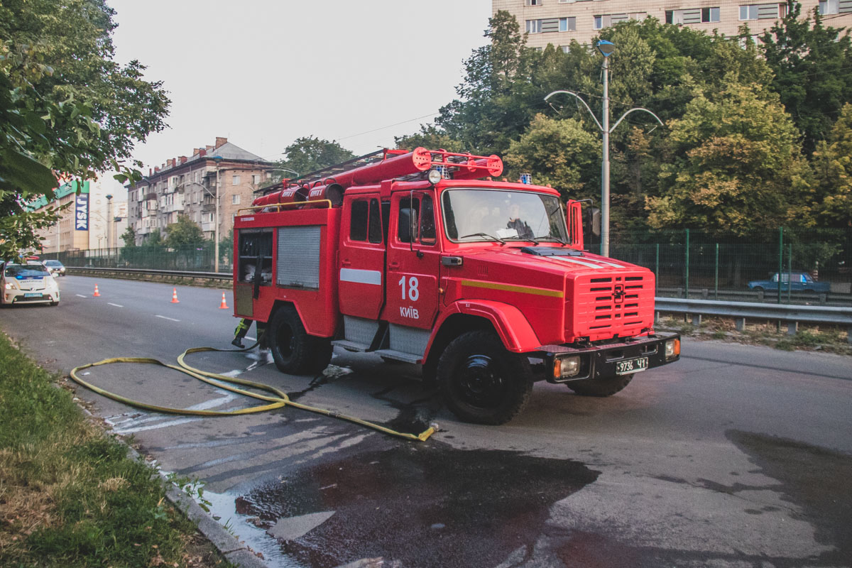 На полную ликвидацию возгорания у пожарных ушло около часа