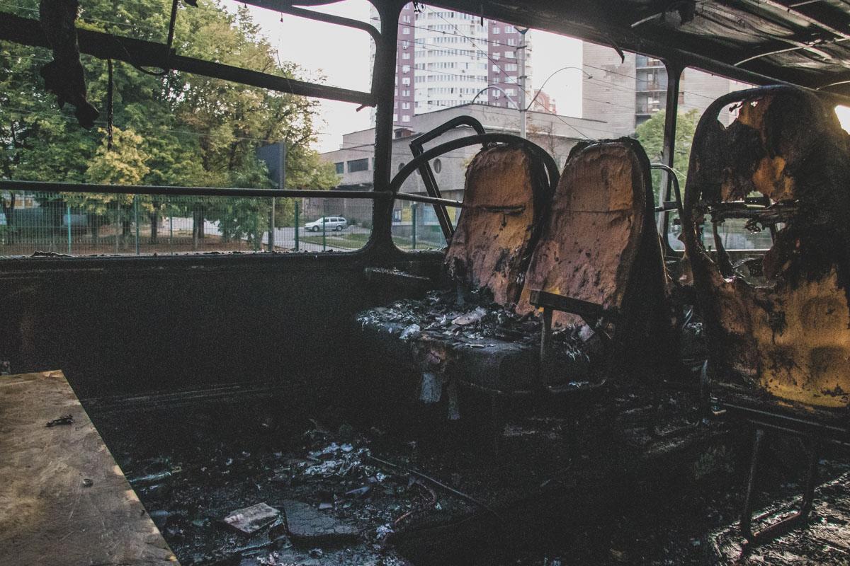 Очевидцы видели как на горящий автобус матерился мужчина