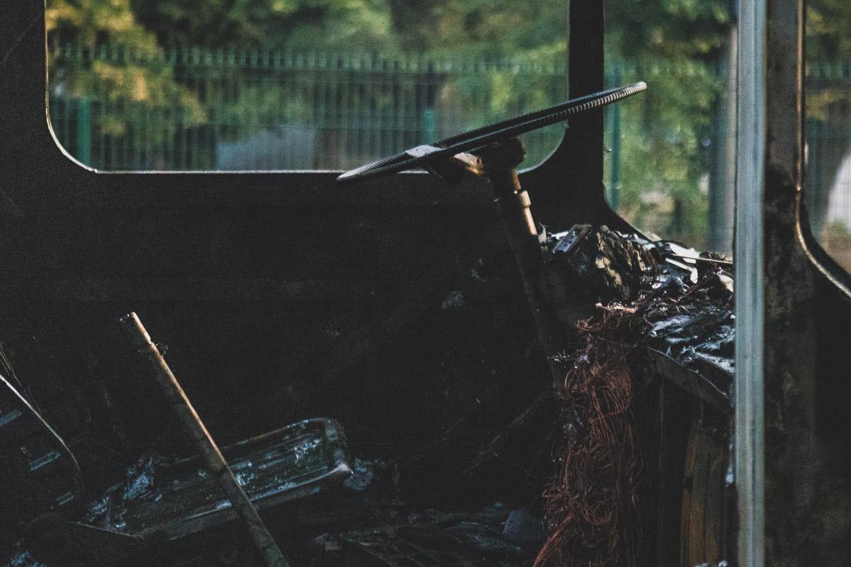 Огонь практически полностью уничтожил автобус