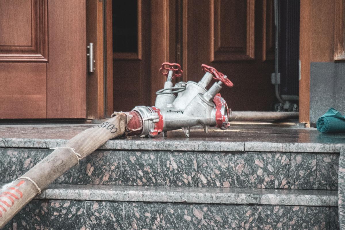 По предварительным данным, горела сауна, оборудованная в подвале здания