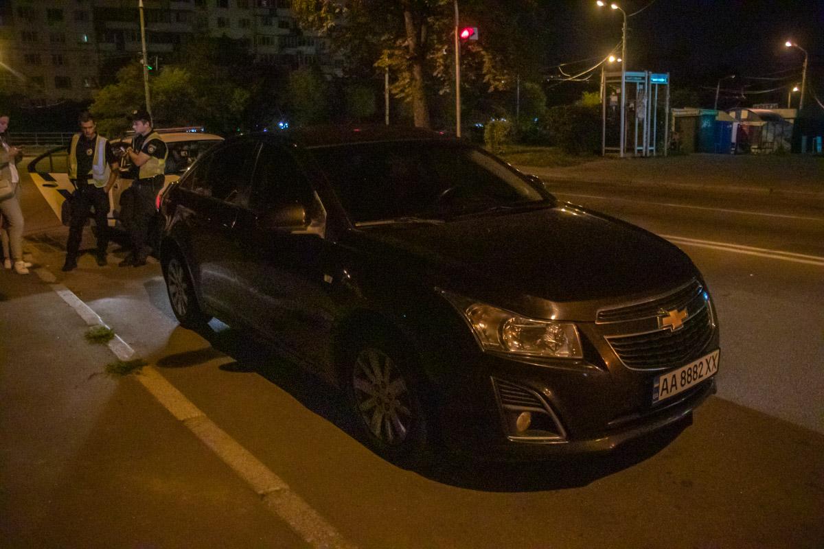 В субботу, 27 июля, в Киеве на Голосеевском проспекте патрульные остановили Chevrolet Cruz