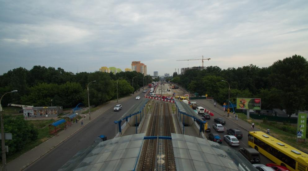 В Киеве полным ходом ведется ремонт дорожного покрытия на Борщаговке