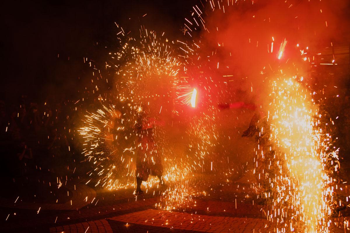 Огненное шоу на фестивале