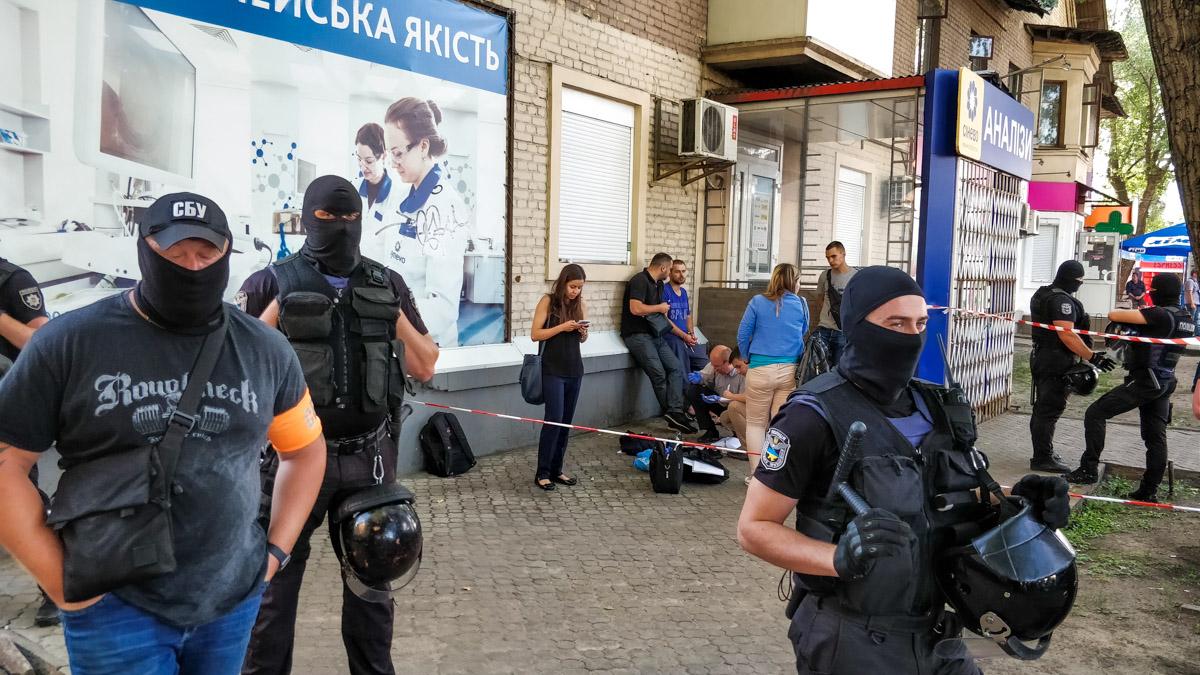Сотрудников полиции, СБУ, ДБР и прокуратуры задержали полицейского за вымогательство